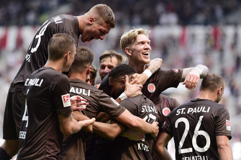 FC St. Pauli – Holstein Kiel 3:0 – früh in Hochform